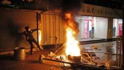 香港旺角骚乱:数百人暴力袭警