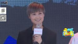 李宇春大跳钢管舞演唱会狂送惊喜 变身时尚icon受设计师宠溺