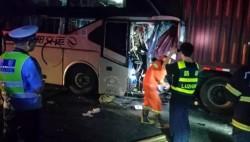 广河高速特大事故3死20伤 乘客正熟睡