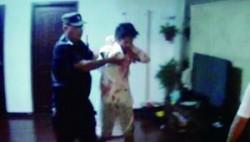 小偷入室行窃遇剽悍夫妻,被打得浑身是伤欲跳楼