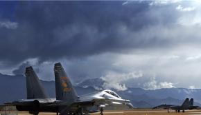 航空机务兵转战雪域高原:心随战鹰一起飞