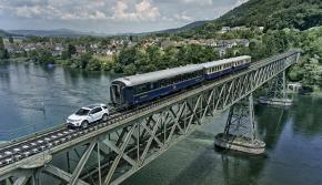 拉风!越野车挑战拉着108吨火车奔驰10公里
