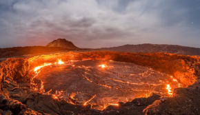 埃塞俄比亚百年火山湖喷射岩浆 宛如地狱之门
