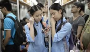 广州中学女生穿旗袍上学 回头率很高(组图)