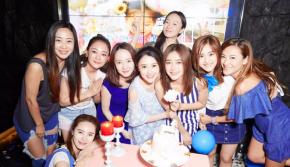 35岁秦岚办蓝色生日趴 她的好闺蜜都来了