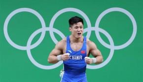 举重男子77公斤级:吕小军破抓举世界纪录