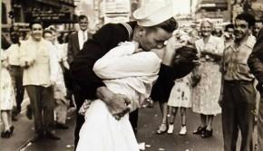 这张照片标志着日本投降,如今女主角走了