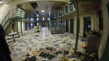 媒体曝光美国监狱骚乱事件:一囚犯内脏不知所终