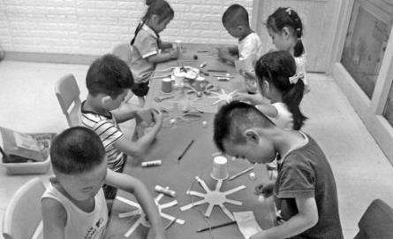 3歲娃暑期一周上12個輔導班 口才模特機器人都學