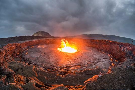 612米高的艾塔阿雷火山是一座相对活跃的活火山。它上一次剧烈活动时是在2005年9月,当时的喷发导致250头牲畜死亡,并迫使附近居住的人迁离该地。此后在2007年8月,该火山也有小规模活动,并导致两个人失踪。而最近的活动是在2008年。