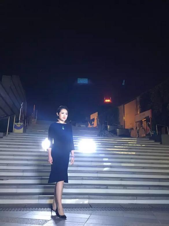 女主播夜拍视频曝光 网友惊呼大长腿
