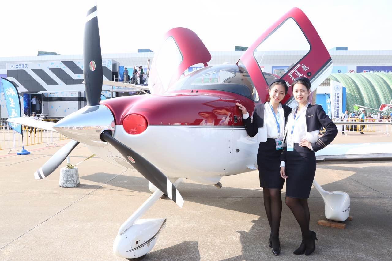 【直击珠海航展】美女与飞机,一道靓丽风景线