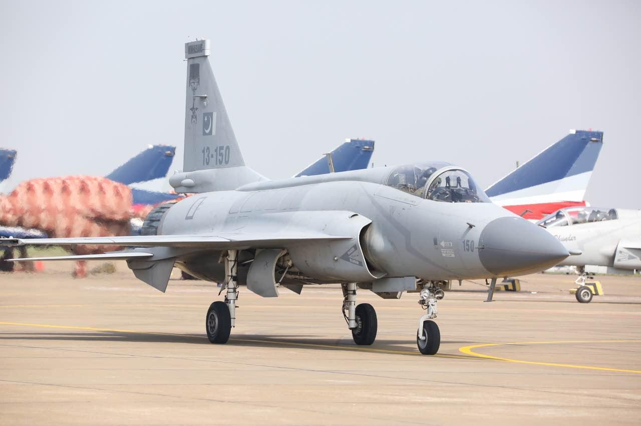 【直击珠海航展】巴基斯坦枭龙 JF17教练机亮相