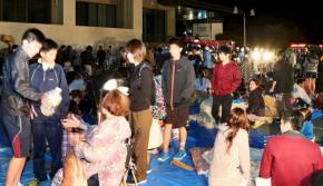 日本熊本发生6.4级地震 东西散落满地